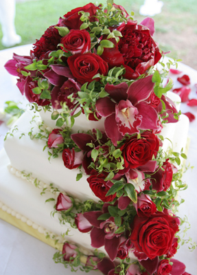 cascading red flowers for wedding cake