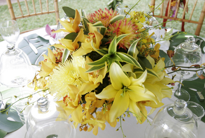 exotic yellow table centerpeice