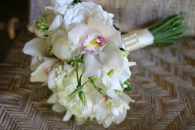 white brides bouquet maui