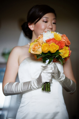 Maui bride with yellow bouquet