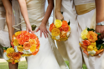 bridemaids with yellow roses