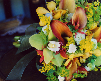rustic brides bouquet in Maui yellow